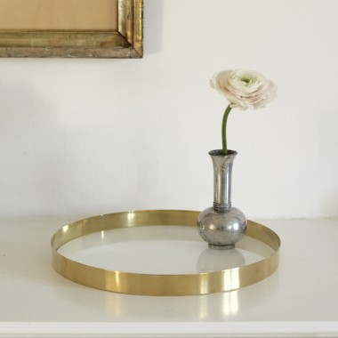 Brass tray / white glass